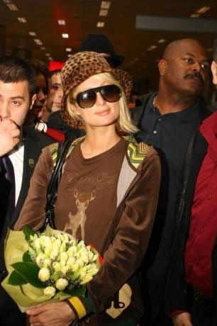 Miss Turkey 2008 Güzellik yarışmasının jüri üyeliği için üçüncü kez Türkiye'ye gelen Paris Hilton havaalanında kraliçeler gibi karşılandı.